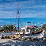 Schiff im Hafen in Georgioupolis
